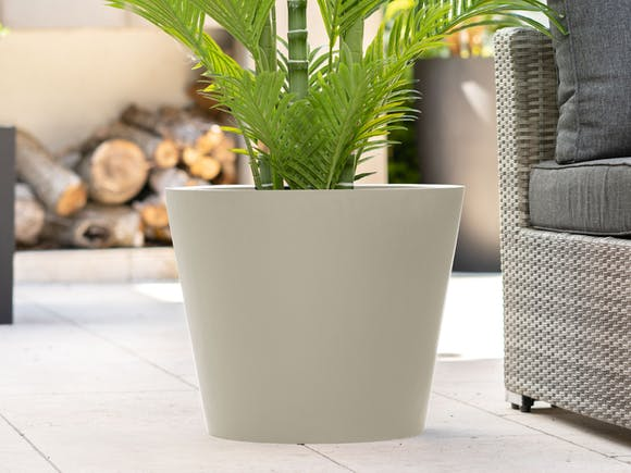 Cubeta Fiberstone Planter Cream 96L