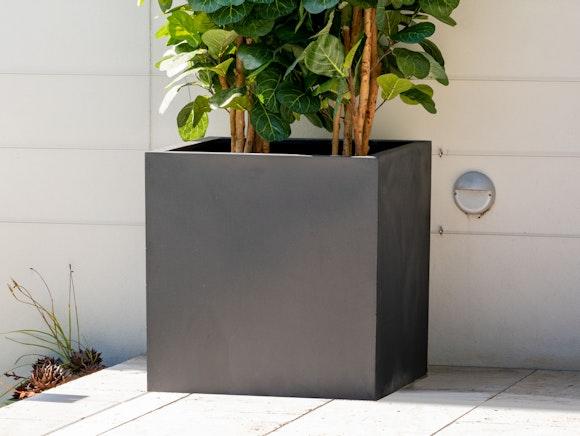 Cubo Fiberstone Planter Black 343L